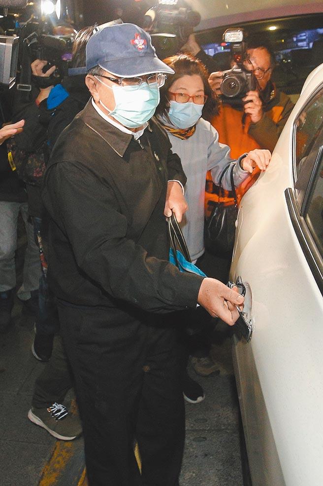 議員連爆涉嫌詐領助理費弊案。圖為台北市議員潘懷宗被控詐領助理費300萬,士林地院27日裁定以200萬元交保。(杜宜諳攝)