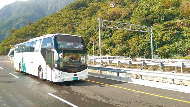 今年春節蘇花改全路段將首次開放大客車行駛路肩。(首都客運提供/吳康瑋台北傳真)