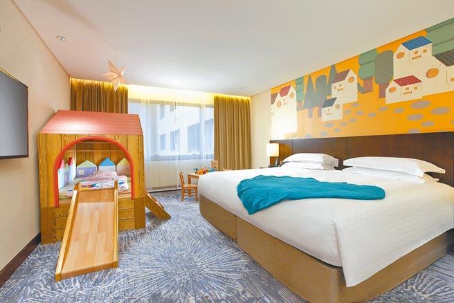 台北喜來登大飯店打造親子主題客房「叢林小鎮」。(台北喜來登大飯店提供)