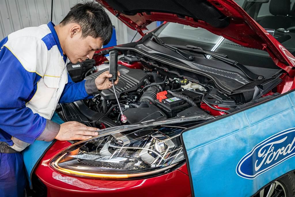 汽車照明對於保持安全至關重要,在長途旅行之前建議檢查所有燈具是否能正常照明並適度清潔,包含檢查警示燈和牌照燈等細項。