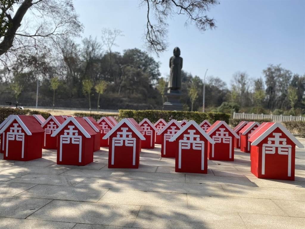 複刻版公益電話亭,今起在金湖鎮羅寶田神木紀念園區,舉辦連2天的快閃亮相活動。(李金生攝)