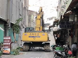 高雄今日戏院外墙倒塌 受波及住户预计傍晚返家
