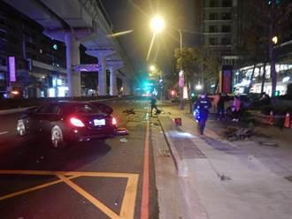 宾士转弯撞对向车 竟拉受伤友人横卧马路自己落跑