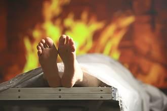 驚悚 病逝母火化前一刻 女兒才發現她竟然活者