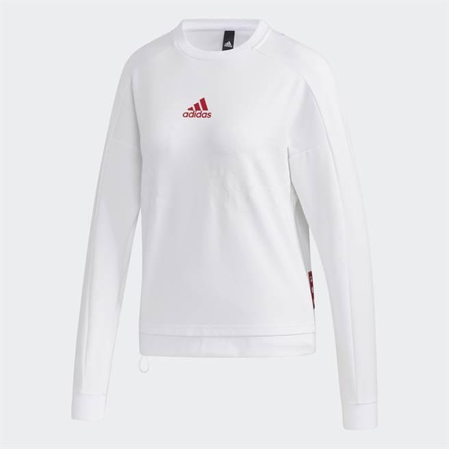 張鈞甯穿搭的白色長袖上衣。(圖/品牌提供)