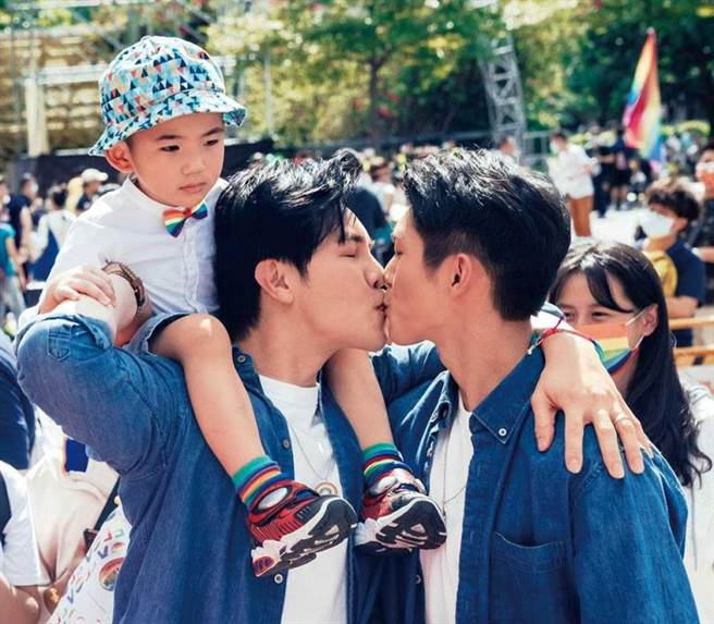 謝佳見和林輝瑝在《酷蓋爸爸》組成同志家庭,話題度很高。(圖/GagaOOLala提供)