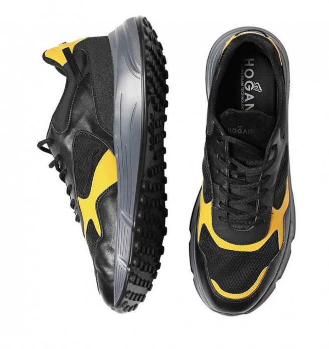 HOGAN Hyperlight霧面消光皮革休閒鞋/18,900元。(圖/戴世平攝)