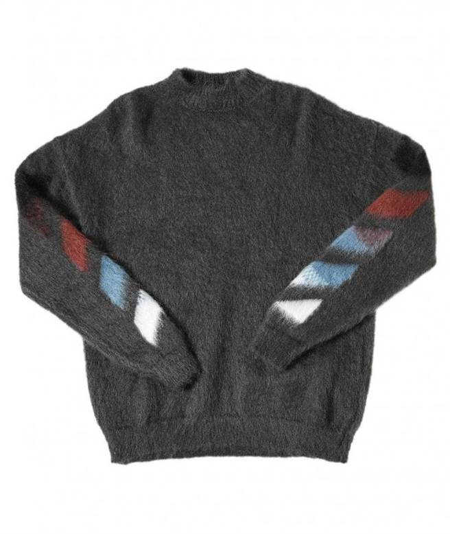 Off-White 羊毛針織衫/39,400元。(圖/戴世平攝)