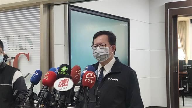 桃園市長鄭文燦主持防疫會議,對於桃醫工作人員、桃園鄉親被標籤化,他直批這是不對的。(賴佑維攝)