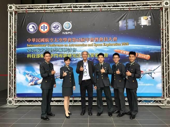 交大與國防理工學院系統工程與科技學士學位學程第一屆學生參加第一屆國際太空站(ISS)太空實驗設計競賽獲得冠軍(陽明交大提供/簡立欣台北傳真)