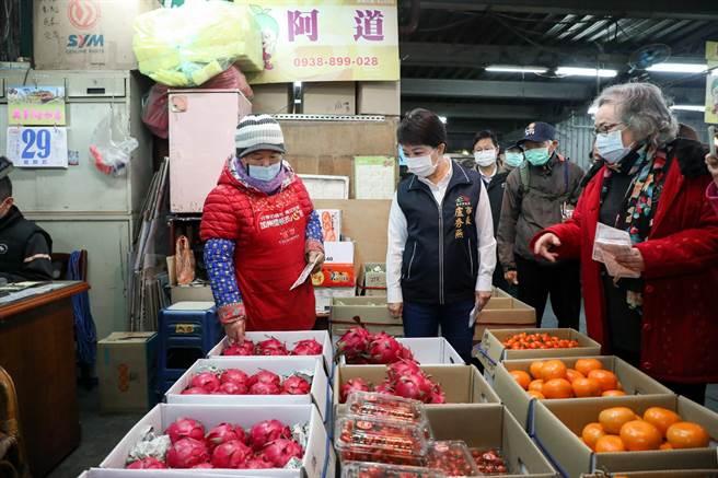 台中市長盧秀燕說,台中市蔬果供應量大,市府重視「食安」。(盧金足攝)