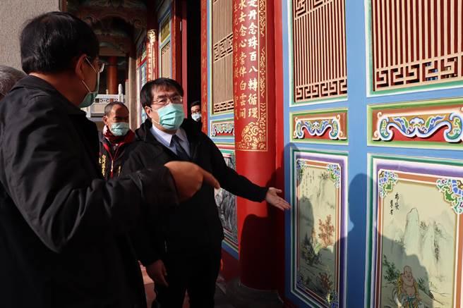 台南市白河大仙寺大雄寶殿整修3年終完工,台南市長黃偉哲前往參觀整修成果。(劉秀芬攝)