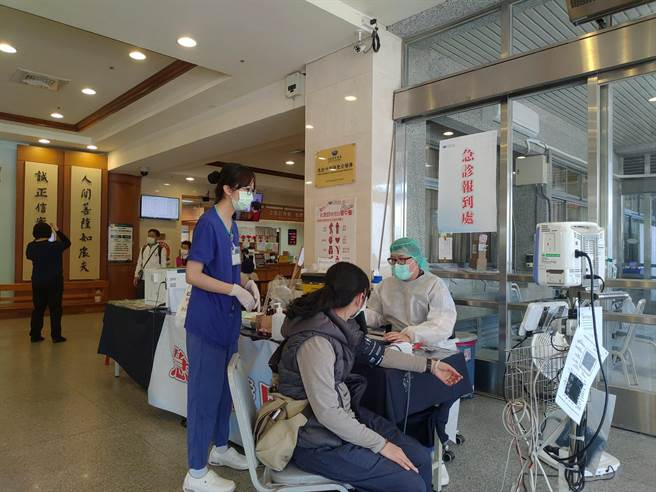 此外,花蓮縣洗腎中心及診所亦在連假期間提供有慢性洗腎需求的返鄉民眾相關服務。(花蓮縣衛生局提供/羅亦晽花蓮傳真)