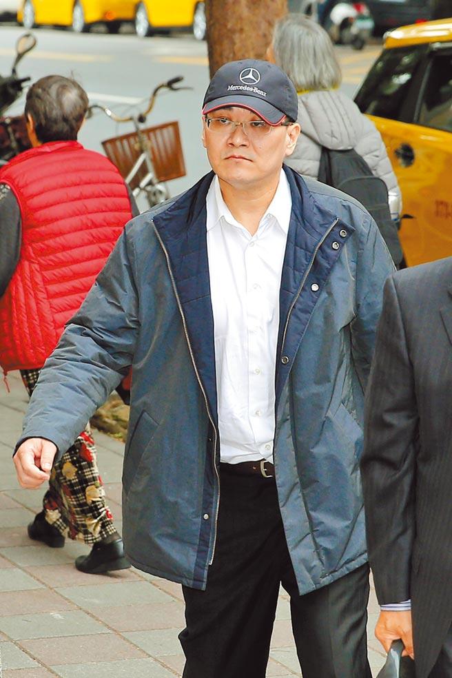 圖為2016年時,前總統陳水扁的女婿趙建銘頭戴知名車廠鴨舌帽,面無表情、不發一語到庭。(本報資料照片)