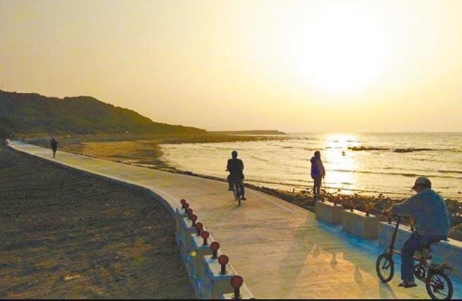 「最美海岸自行車道」海尾仔自行車道,常有長浪襲擊、路已淘空,基於安全2月9日起將永久封閉。(高灘處提供/戴上容新北傳真)