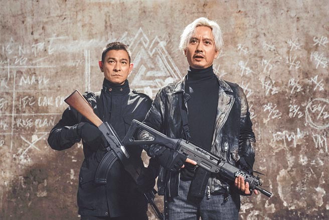 劉德華(左)與謝君豪合作的《拆彈專家2》贏得好口碑。(華映娛樂提供)