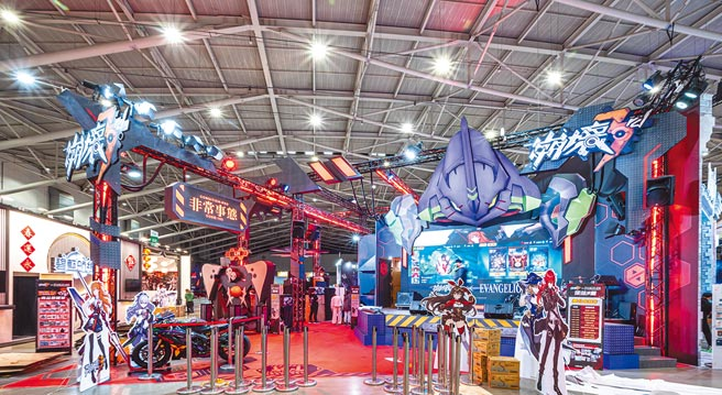 台北電玩展現場有《崩壞 3rd》展出與《新世紀福音戰士》的首個聯動版本,更展出「明日福音」聯動紀念主題大型活動。(台北市電腦公會提供)
