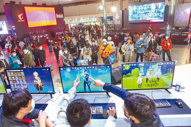 台北電玩展今年總計300家廠商、30個國家參展,而現場則有80家廠商參展,同時為了分流,在現場展出了百款遊戲以外,在網路上也有百款供線上體驗。(鄧博仁攝)