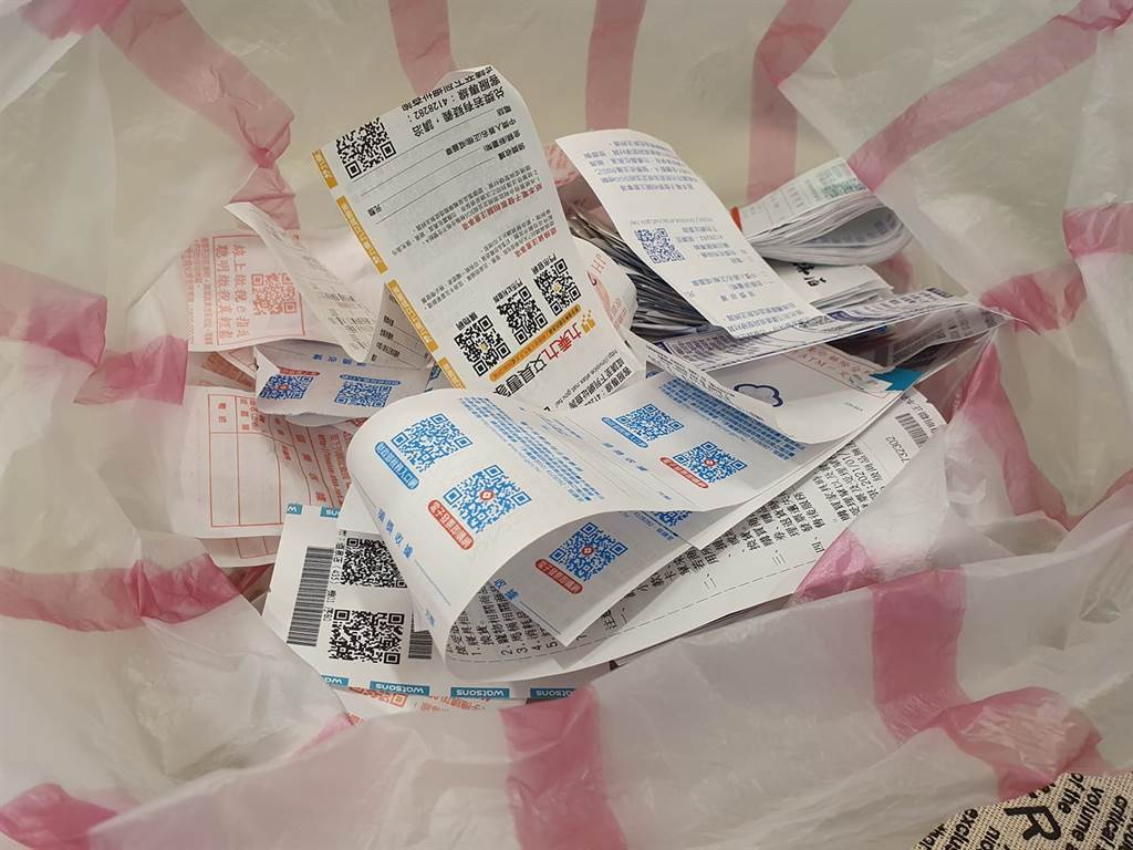 買麵包發票中20萬,幸運妹翻找5分鐘後大崩潰,找不到發票了。(圖/翻攝自爆怨公社)