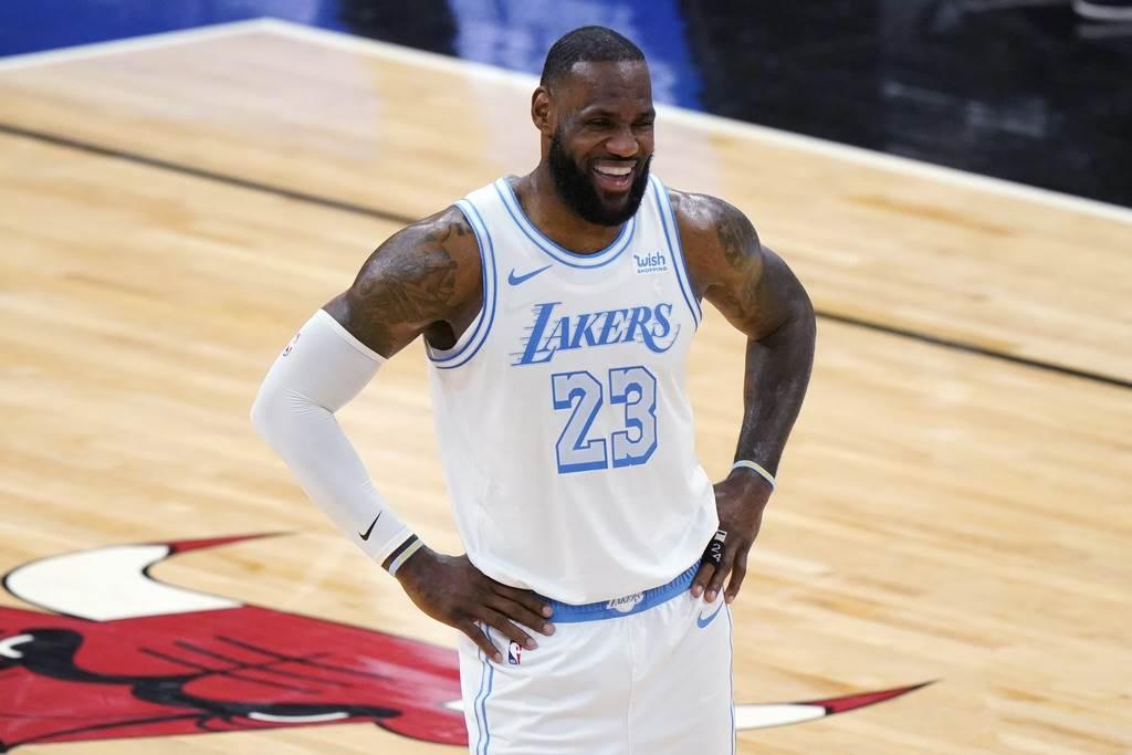 詹姆斯連續第7年攻占NBA球員年收入排行榜首位。(美聯社)