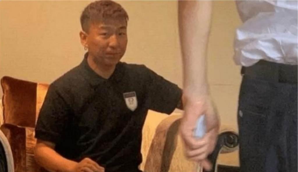 白百何前夫陳羽凡被拍到慘變大叔,讓粉絲很震撼。(圖/ 摘自微博)