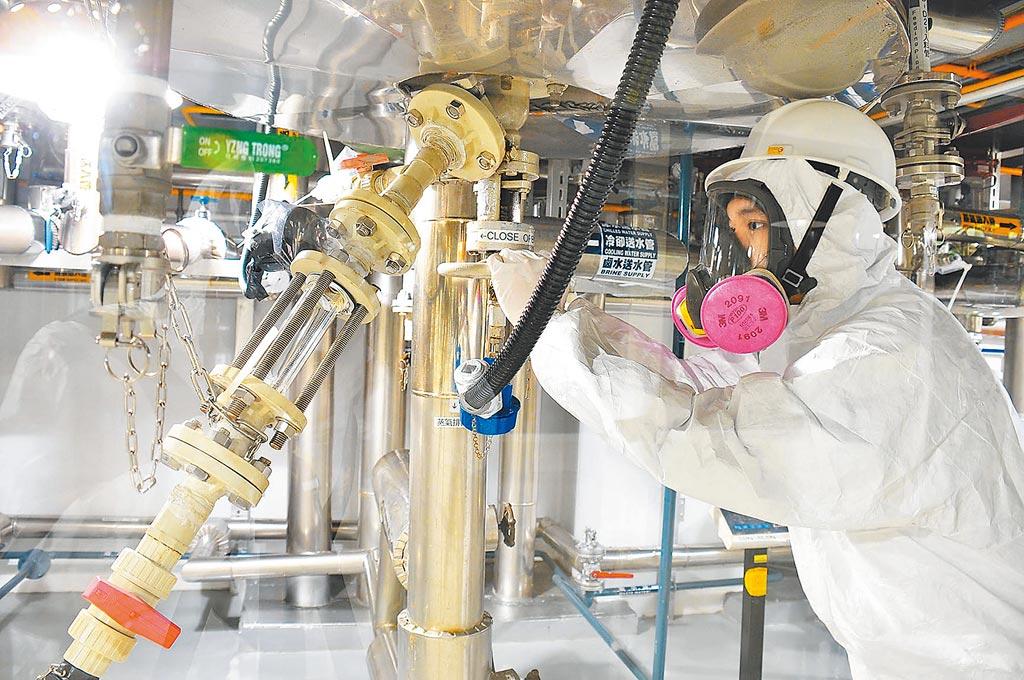 全球疫情告急,國內加快疫苗研發腳步。圖為台耀化學實驗室研發新冠肺炎疫苗與藥物。(台耀化學提供)