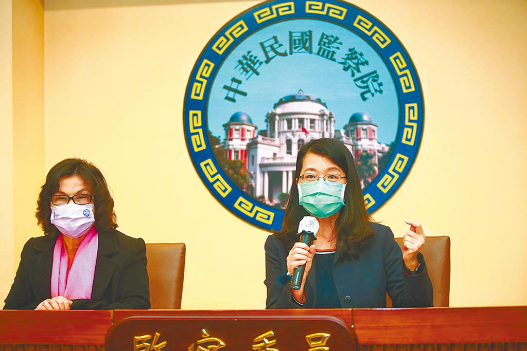 前檢察官蔡甄漪因辦案違失遭監察委員王美玉(右)、王幼玲(左)提案彈劾。(本報資料照片)