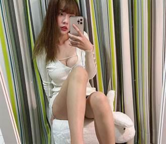 網紅辣穿性感小禮服應酬 怒揭酒店妹無禮舉動「以為我同行的」