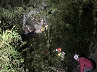 花蓮卓溪林道車輛翻落近80度斜坡 駕駛腰部重創生命危險