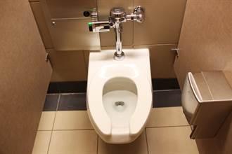 为何公厕的马桶坐垫是U型设计 内行曝真正用途