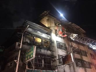 基隆住宅火勢猛烈 現場爆炸聲不斷 樓梯間驚見焦屍