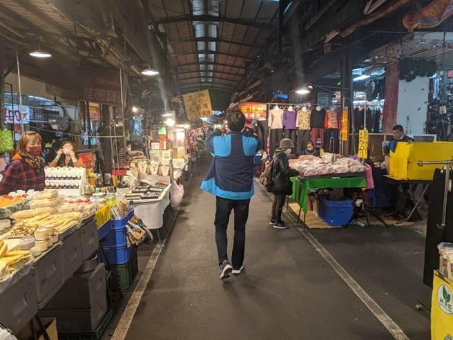 南門市場生意冷清,攤商憂心「這個年要怎麼過」。(翻攝黃適卓臉書)