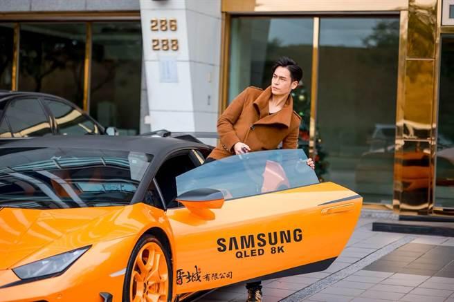 Gino私下喜歡玩車。(林修毅提供)