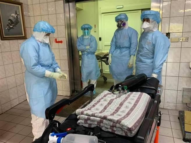 部桃醫護有最精良裝備,卻沒有專責住宿地方,以致案863傳染給同住的5位家人。(圖擷自部立桃園醫院)