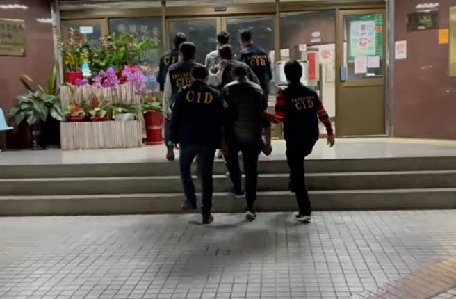 朱姓男子日前被人帶到杉林區偏僻處,遭人毆傷與逼吃穢物。旗山警方1月30日晚間帶回3名嫌疑人偵辦。(翻攝照片/林瑞益高雄傳真)
