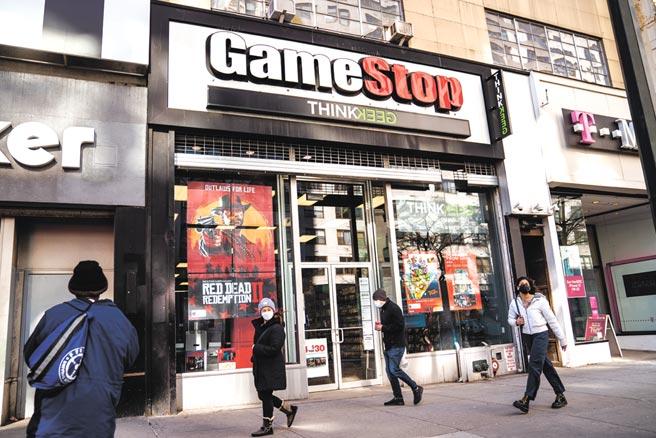 在羅賓漢宣布將有限度恢復交易後,GameStop 29日開盤跳空大漲96%至380美元。圖/美聯社