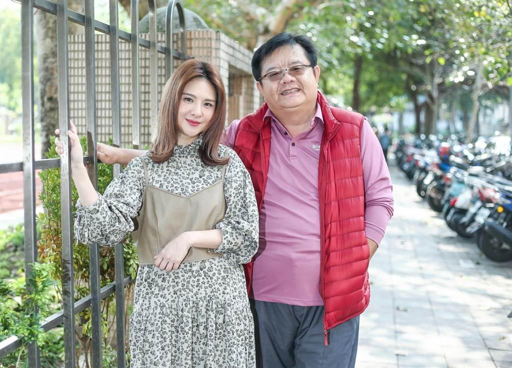 郭靜(左)演出由導演梁志民(右)執導的音樂劇《生命中最美好的5分鐘》女主角,獻出戲劇處女秀。(粘耿豪攝)