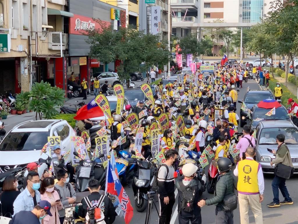 罷捷車隊遊行今天下午登場,上千民眾集結。(柯宗緯攝)