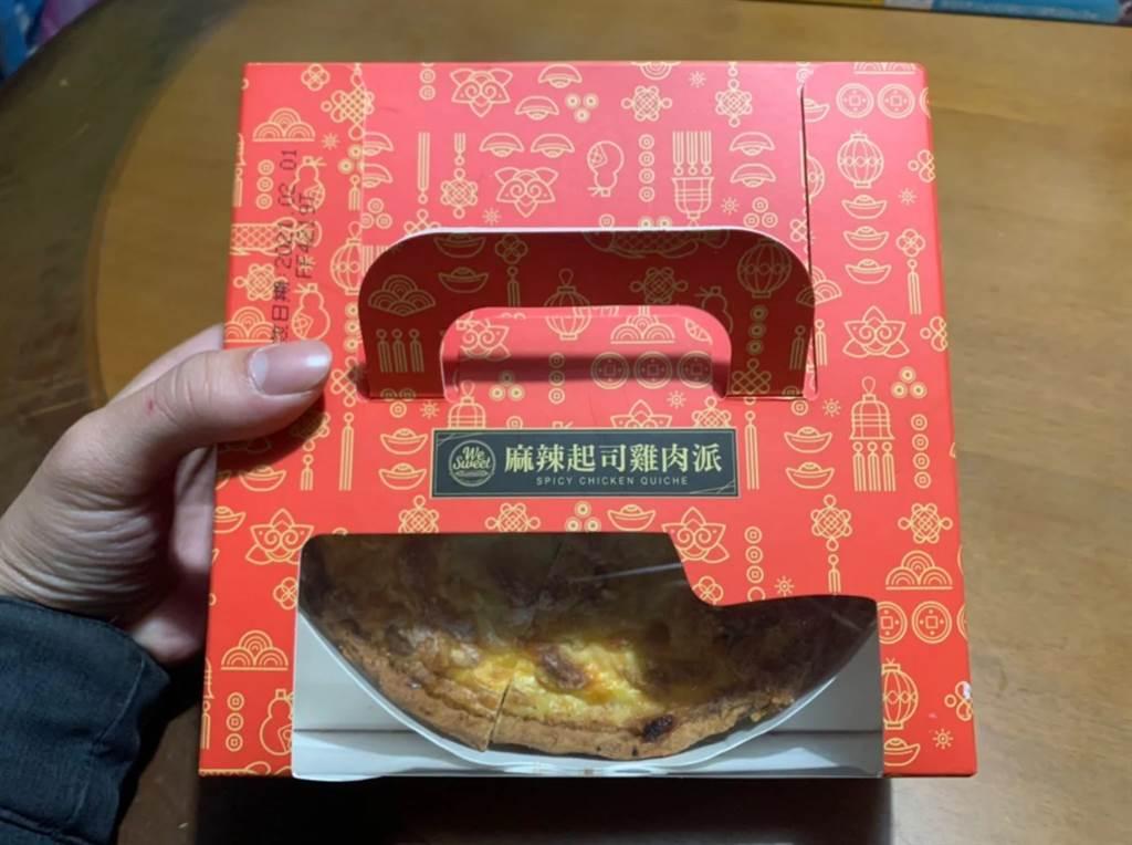 全聯新推出「麻辣起司雞肉派」,一個賣199元。(圖/截自Dcard)