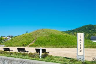 巨大的古墳:二千六百年前就有日本天皇?