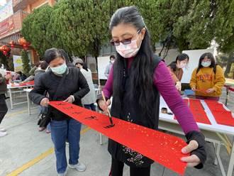 台南大內區公所熱鬧揮毫贈春聯 250幅統統索取一空