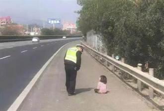 陆夫妻吵架 父高速公路丢包小女孩 她看车子开走跌地狂哭