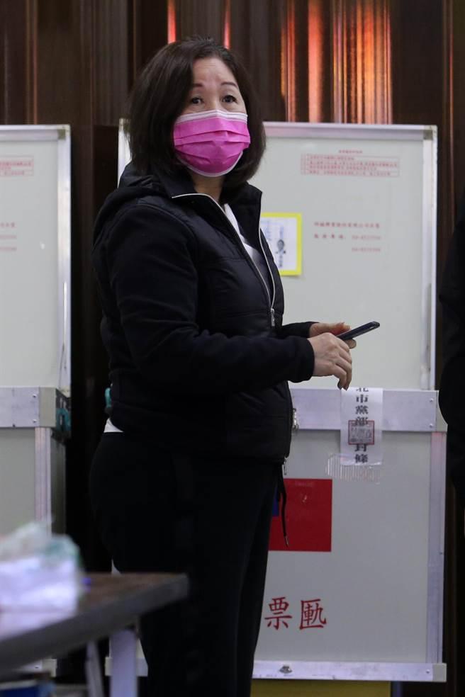前立委薛凌一早前往投票。(黃世麒攝)