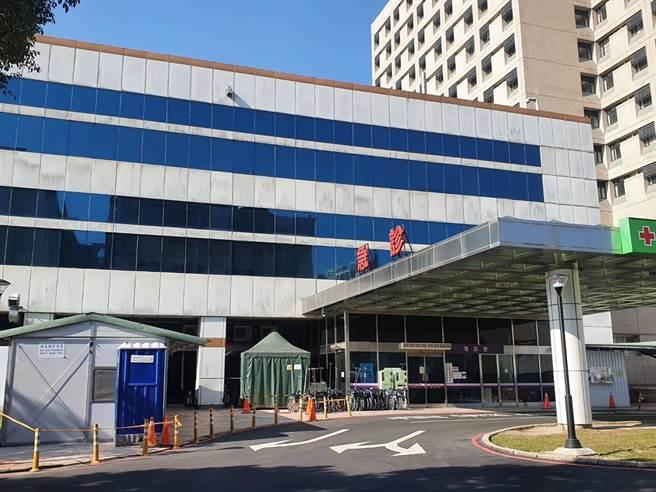 桃園醫院群聚感染至今已20天、累計19人確診,院方落實「只出不進」。(蔡依珍攝)