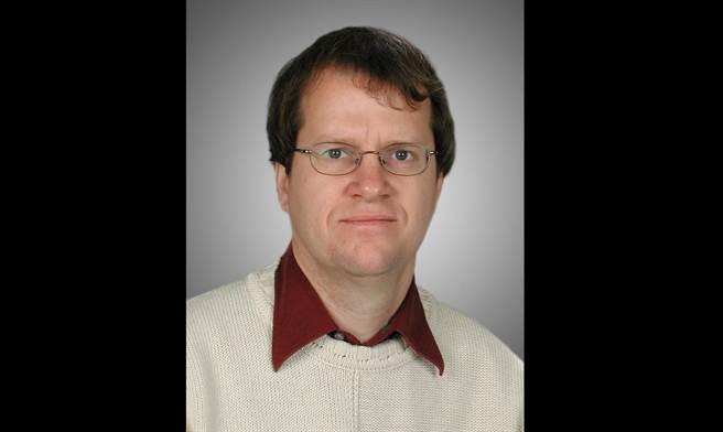 提出愛茲病最初感染過程假說的雅克·佩平教授。(圖/Université de Sherbrooke)