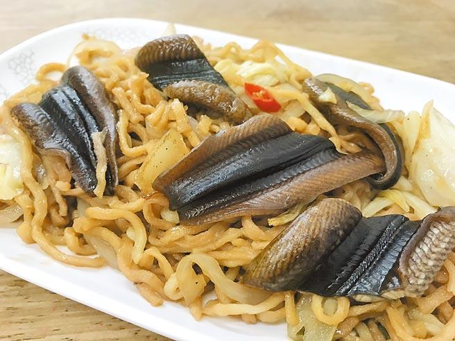 台南鱔鱼意麵闻名,但因鱔鱼养殖不易,多数店家自大陆、东南亚国家进口,其中又以大陆鱔鱼口感较脆,顾客较喜爱。(李宜杰摄)