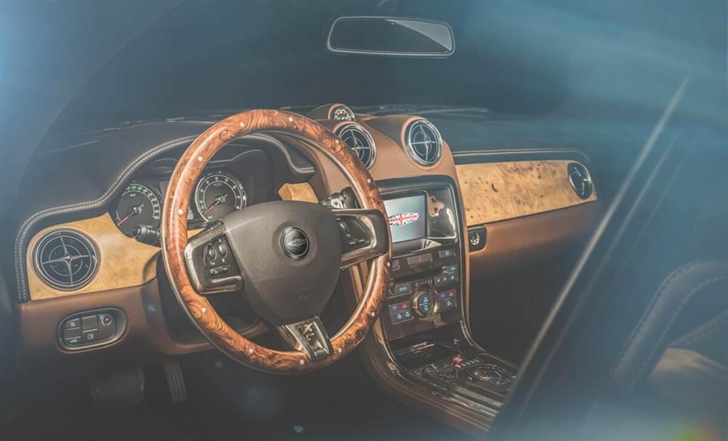 David Brown Automotive完成Speedback GT的特殊訂製