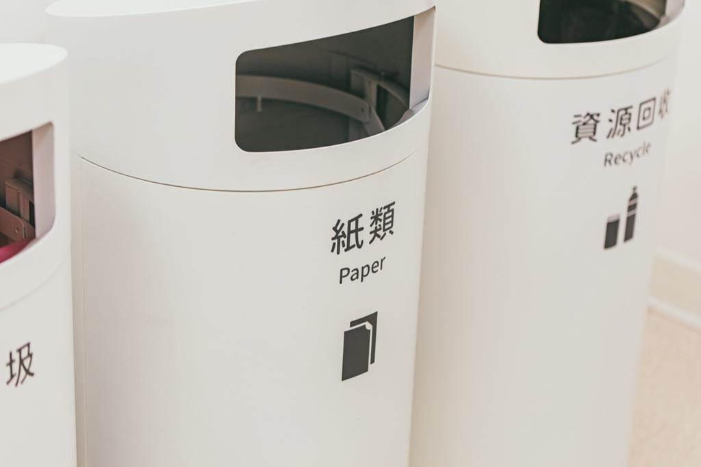 垃圾桶針對衛生所需求歸納定義三種分類:一般垃圾、紙類、資源回收。(Photo Credit:台灣設計研究院)