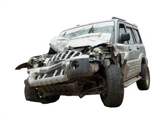 無照男開吉普過彎撞變電箱 民眾:這叫飆車?阿嬤都比他強