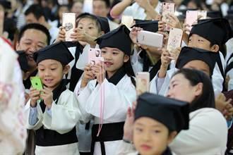 拒绝小小低头族  中国禁中小学生带手机上学